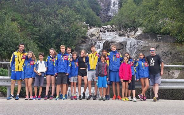 Αναμνηστική φωτογραφία από την αθλητική ομάδα σκι