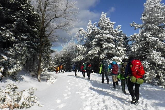 Οργανώστε και συνοδεύστε με ασφάλεια τους συνορειβάτες σας στο βουνό.