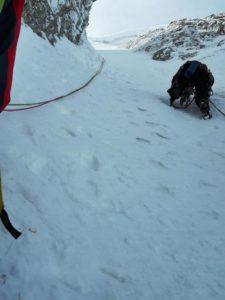 Ανεβαίνοντας τη χιονισμένη πλαγιά