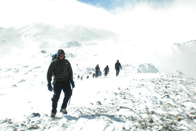 Κατάβαση από τη Ζήρια κατά την ορειβασία αρχαρίων του Ε.Ο.Σ. Αθηνών