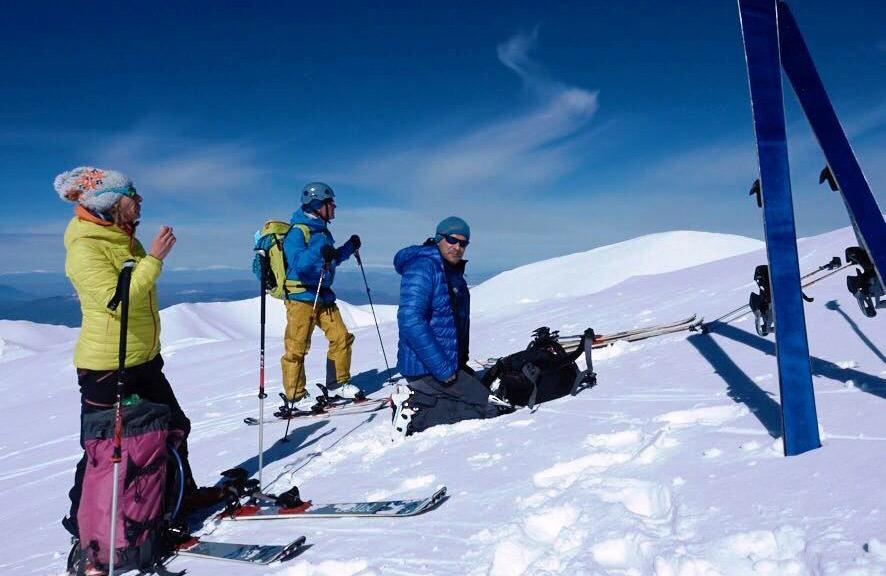Στιγμές αναμονής σε ημέρα ορειβατικού σκι με τον Ε.Ο.Σ. Αθηνών